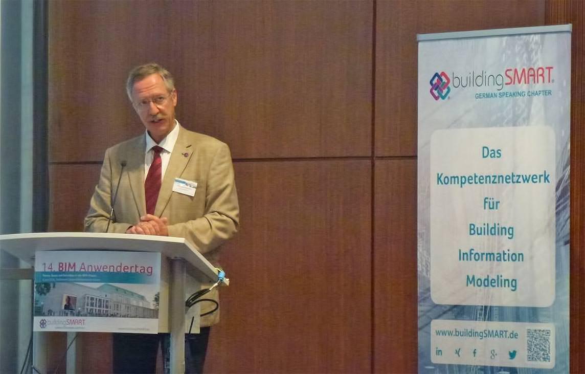 Prof. Rasso Steinmann, Vorsitzender des Vorstandes buildingSMART e.V. bei der Begrüßung.