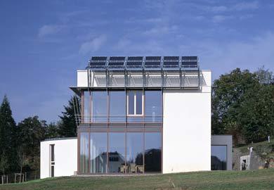 Glasarchitektur, Passivhaus, Photovoltaik, Glasfassade, Fassaden, Warmglas, Wärmeschutz, Dreifach-Verbundglas, Wärmepumpe, kontrollierte Belüftung, Superwarmglas, Warmverglasung, Glasfassaden, Betonwandscheiben, PV-Anlage, Außenwände