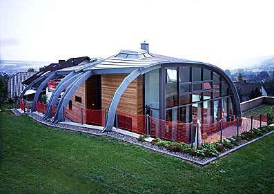energiesparende Architektur, Einfamilienhaus, Eigenheim, Niedrigenergiehaus, Glasfassade, Wärmeverlust, Zinkblech, Holz, Sonnenschutzglas, futuristische Architektur, Wohnhäuser, Zinkblecheindeckung, Gebäude, Haus, energieeffizientes Bauen