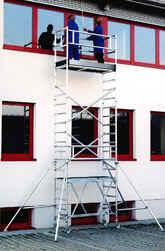 Leitern, Gerüste, Arbeitsunfälle, Abstürze, Leiter, Gerüst, Arbeitsgerüste, Arbeitsgerüst, Steighilfen, Holzleitern, Metallleitern, Holzleiter, Metallleiter, Unfallrisiko, Sprossen, Klappgerüste, Arbeitssschutz, Arbeitsmedizin