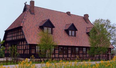 Dachziegel, Dachpfanne, Ziegeldächer, Dachumdeckung, Dachdeckung, Denkmalschutz, Dachziegelsortierungen, Hohlziegel, Ziegel, Hohlziegeldach, Runddächer, Mansarddächer, Gauben