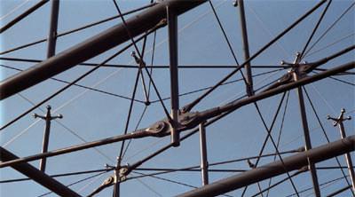 Ingenieurbau, Zugstabsystem, Zugstabsysteme, moderne Architektur, Bauteile, Holzbau, Stahltragkonstruktionen, Stahlbau, Gabelstücke, Verbindungsmuffen, Bolzen, Feuerverzinkung