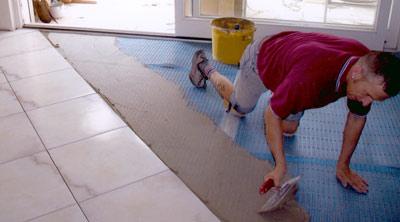 Fliesenverlegung, Bodenfliesen, Fliesen, Entkopplungsmatte, Entlüftungsmatte, Fußboden, Fußbodensanierung, Fußbodenbeläge, Hart-PVC, Fliesen, Bodenbeschichtungen