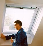 Dachfenster, Wohndachfenster, Renovierungsfenster, Klapp-Schwingfenster, Kunststoff-Wohndachfenster, Dachöffnung, Baubranche