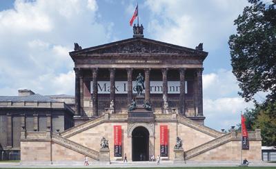 Alte Nationalgalerie in Berlin: Sandsteinbau mit Nebraer Sandstein, Tambacher Sandstein, Friedewalder Sandstein, Uder Sandstein, sandsteinrot, rote Sandsteine