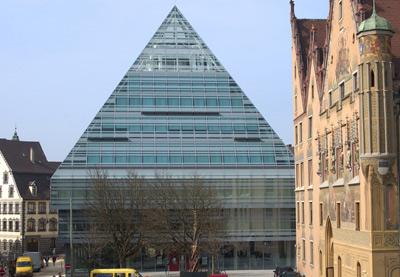 Architektur, Renault Gottfried Böhm, Bibliothek, Ulm, Altstadt, Glaspyramide,Design Trends