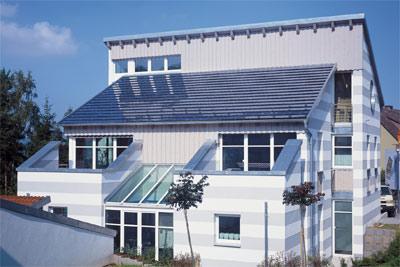 Photovoltaik, Solar, Solarstrom, Solarzellen, Solardach, Dach, Dächer, Solarstromerzeugung, Photovoltaikanlage, Eneuerbare-Energien-Gesetz, EEG, Dachneigung, Aufdach-Montage, Indach-Montage, Dacheindeckung
