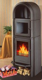 moderne Feuerstätten für Kaminholz, Braunkohlenbriketts, Holzbriketts: Brennstoffwahl steigert den Spareffekt