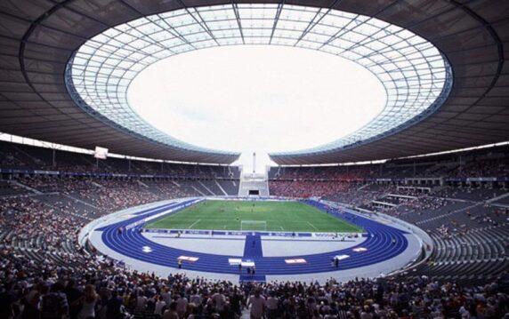 Leichtathletikflächen und Kunststofflaufbahn im Berliner Olympiastadion
