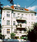Dachmarkise, Walmdach, dreieckige Festverglasung, Lüftungsflügel, Dachschräge, Gauben-Fenster, Sonnenschutzglas, Wintergarten-Beschattung