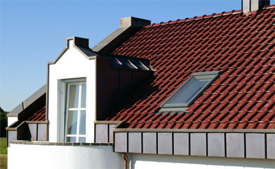 Flachdachziegel, Flachdachpfanne, roter Dachziegel, Tondachziegel