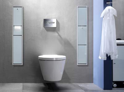 Bad, Toilettenbürste, Toilettenpapier, Feuchtpapierbox, Müllbeutel