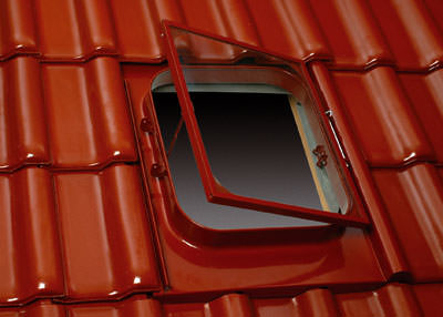 Metalldachfenster, Dachfenster, Dachausstieg, Lafarge Dachsysteme, Dachsystem-Teile, Belichtung, Belüftung, nicht ausgebauter Dachraum, Einscheiben-Sicherheitsglas