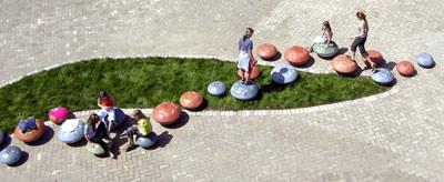 Betonkunst in Duraspezial - Blütenspiel aus farbigem Beton