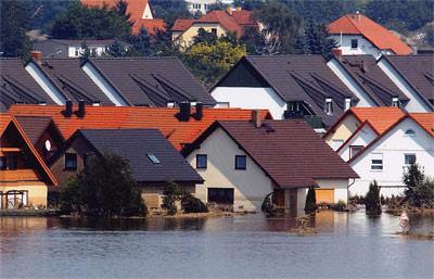 Hochwasser, Ziegelhaus, Ziegelhäuser, Ziegelbauweise, Ziegelbau, Ziegel-Außenwand, Ziegel-Außenwände, Leichtbauweise, Holzständerbau, Gefachdämmung, nasser Dämmstoff, Dämmwirkung, diffusionsdichter Wandaufbau