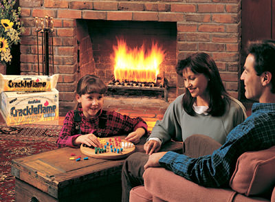 moderne Feuerstätte, amerikanisches Kaminfeuer, Duraflames, Holzscheit, Sägemehl, Wachs, Crackleflame