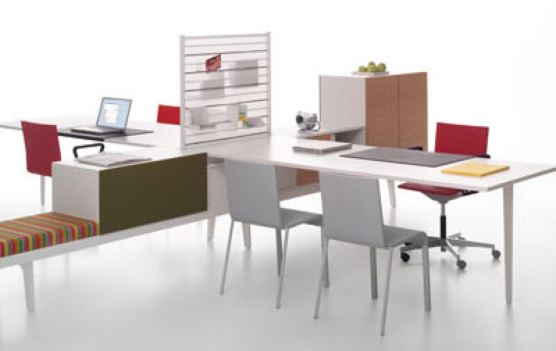 Büromöbel, Büro, Vitra, Möbelprogramm, Container, Schränke, Tische, Sitzgelegenheiten, Arbeitsplätze, Meetingpoints, Storagebereiche, Raumtrennungen, Einzelarbeitsplatz, Möbel, Bürolandschaft, Schränke, Regale, Arbeitstische, Schreibtisch