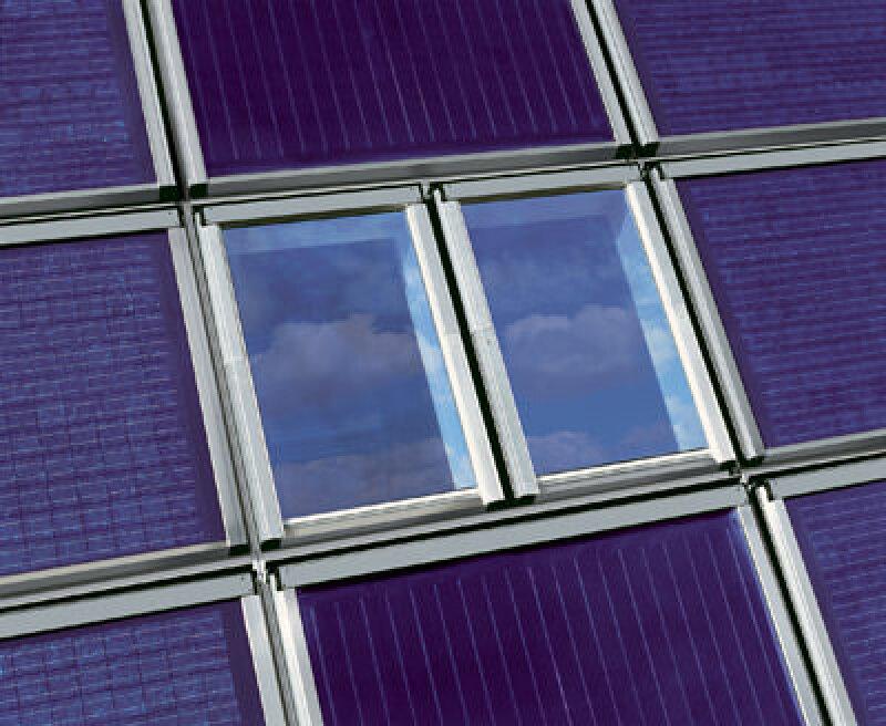 Roto Wohndachfenster, Schwingfenster, Klapp-Schwingfenster, Dachfenster, Top-Schwingfenster, Roto Bauelemente, Baumarkt, Fachhandwerk, Fachhandel