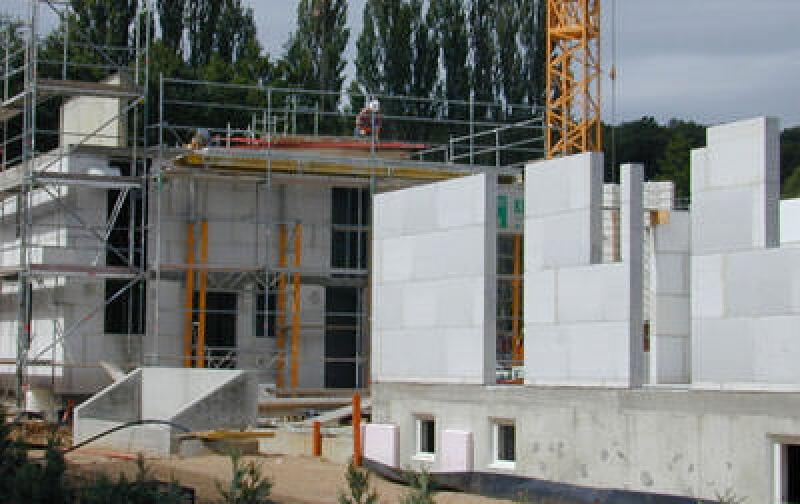 Unika Kalksandstein, Kalksandstein-Planelemente, Schallschutz, Kalksandstein-Planelement, verputzte Kalksandsteinwand, mehrgeschossiger Wohnungsbau, Alternative zu Stahlbetonwände, Stahlbetonwand
