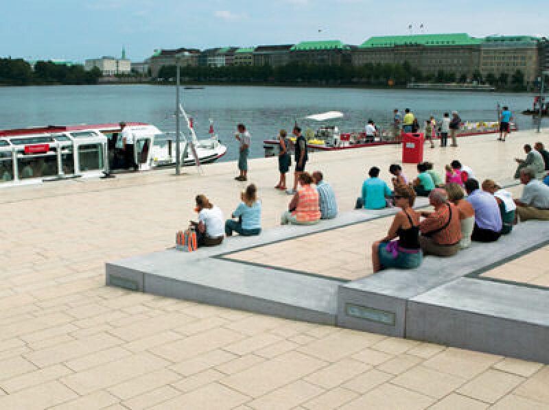 Jungfernstieg Hamburg, Gehwegbelag, Plattensystem, Betonpflaster, Gehwegbeläge, veredelte Betonplatten, Betonplatte, Naturstein, stahlkugelgestrahlt