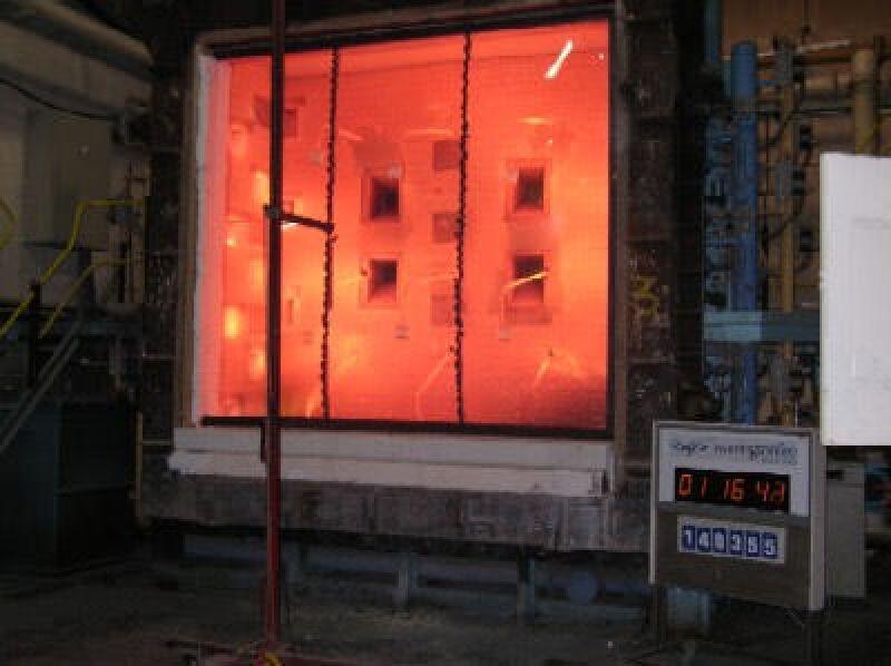 Glastrennwand, endloses Glasband, Brandschutzverglasung, Brandschutzglas, pfostenlose Glasbänder, Brandschutzfenster, PYRAN S-Stoßfugensystem von der SCHOTT JENAer GLAS GmbH, Feuerwiderstand, endloses Glasband, Glasfassade, Pfosten, Glas, Feuerwiderstandsklasse F 60, Stoßfuge, E 60,  F60 Glas, E60 Verglasung, monolithische Spezialglasscheiben, Spezialglas