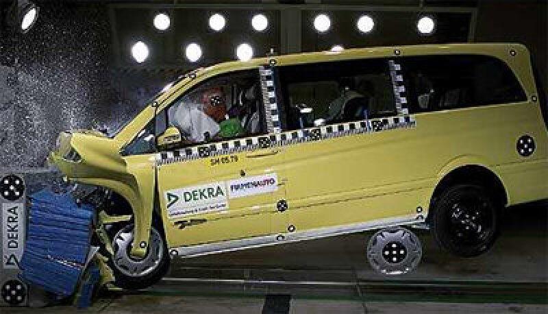 Crash-Test, Nutzfahrzeug, Transporter, Großraumfahrzeug, Nutzfahrzeuge, Firmenauto, Frontalaufprall, Seitenaufprall, Großraumfahrzeuge, EURO-NCAP, Dekra