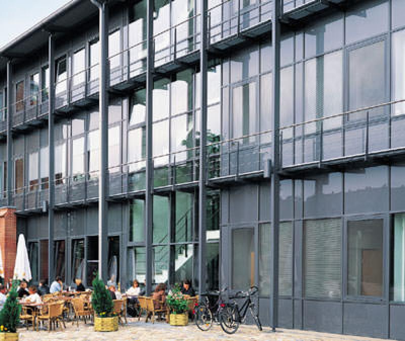 vorgefertigte Fassade, vormontierte Fassaden, Modulfassade, Schüco, Alternative, Pfosten-Riegel-Fassade, Fassadenbau, Fassadenkonstruktion, Pfosten- und Riegelprofile