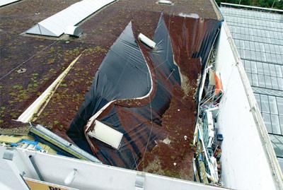 Flachdach oder Steildach, geneigtes Dach, Dachabdichtung, Dachkonstruktion, Dacheinsturz, Gletschereffekt, vdd Industrieverband Bitumen-Dach- und Dichtungsbahnen, Flachdachkonstruktion, Abdichtung, baukonstruktive Mängel