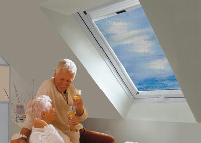 selbstreinigendes Dachfenster, Dachfenster mit Selbstreinigung, Dachfenster mit selbstreinigendem selbstreinigende Wohndachfenster, Glas, Klapp-Schwing-Dachfenster, Klapp-Schwing-Fenster, Selbstreinigung, Außenscheibe
