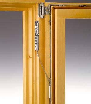 Fensterflügel-Absturz-Sicherung, Dreh-Beschlag, Dreh-Kipp-Beschlag, Fensterbeschläge, Fensterbeschlag, Dreh-Beschläge, Paumellenband, Dreh-Kipp-Beschläge, Fensterbau, Fensterlüftung, Dreh-Kipp-Fenster, Holzfenster, Holzprofil, verdeckt liegende Beschläge