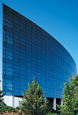 Structural-Glazing-Fassade, Ganzglas-Fassadensystem, Ganzglasfassade, Glasarchitektur, Parallel-Ausstell-Fenster, Festfelder, Fensterfelder, Schüco Fassade SFC 85, Tragwerk, Öffnungselemente, Verglasung, Stufen-Isolierglas, Isolierglas, Glasleisten, Fassadengestaltung, Ganzglas-Fassadensystem, Parallel-Ausstell-Beschläge