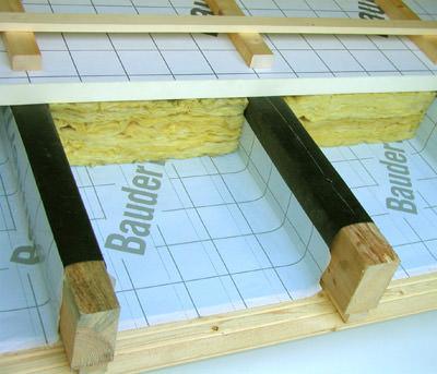 Dampfbremse, s<sub>d</sub>-Wert, Dachsanierung von außen, Dampfsperre, Unterdeckbahn, Dachsanierung von oben, Durchfeuchtung, Sparren, Dachbereich, Dach, diffusionsoffen, Dämmung, Feuchtigkeit, Zwischensparrendämmung