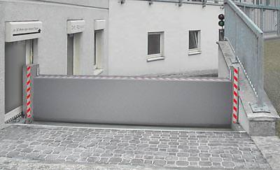 ... aus dem Beitrag '<a href='http://m.baulinks.de/webplugin/2006/1424.php4'>Patentiertes Klappschott schützt vor Überschwemmung und in Gefahrstofflagern</a>' vom 17.8.2006