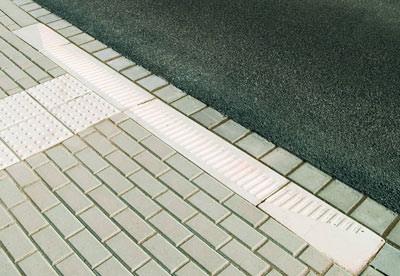 Kasseler Rollbord, behindertengerechter Bordstein, Übergangsbordstein, abgesenkter Bordstein, Verbindungsbordstein, Rollstuhlfahrer, behindertengerechte Bordsteine, Fußgängerquerungsstelle