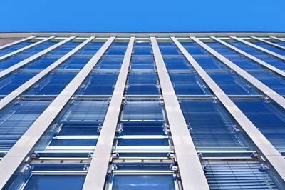 Doppelfassade, Außenhaut, gedämmte Gebäudehülle, Fassadensanierung, Fassadentechnik, Wärmedämm-Verbundsystem, Photovoltaik-Dach, vakuumierte Dämmung, Edelstahl-Scharniersystem