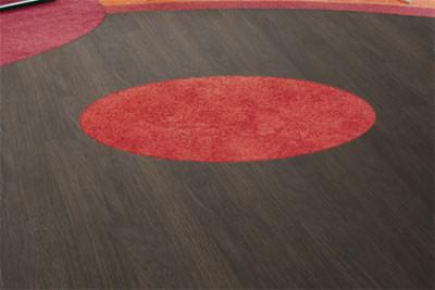 Selbstliegende Kunststofffliesen, elastische Bodenfliesen, Bodenfliese, Teppichfliese, elastische Böden, Teppichfliesen, Kunststoff-Fliesen, Doppelboden