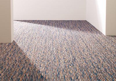 Teppichfliese, textile Bodenbeläge, Teppichboden, Teppichfliesen, textiler Bodenbelag, Teppichböden, getuftete Oberfläche, Streifen-Design, Streifenmuster, Teppichboden verlegen, Schachbrettmuster, Teppichfliesen verlegen