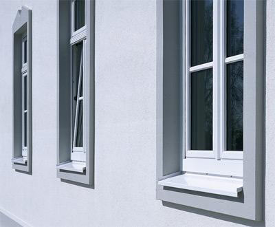 Fasche, Türfasche, Putzfasche, Faschen, Fensterfasche, Ornamente, Fensterfaschen, Türfaschen, Fensterumrahmung, Fatsche, Putzfaschen, Fensteröffnung, Türöffnung, Fensteröffnungen, Stilmittel, Fassadengliederung, Schmuckrahmen, verzierte Fensterlaibung, Schmuckumrahmung