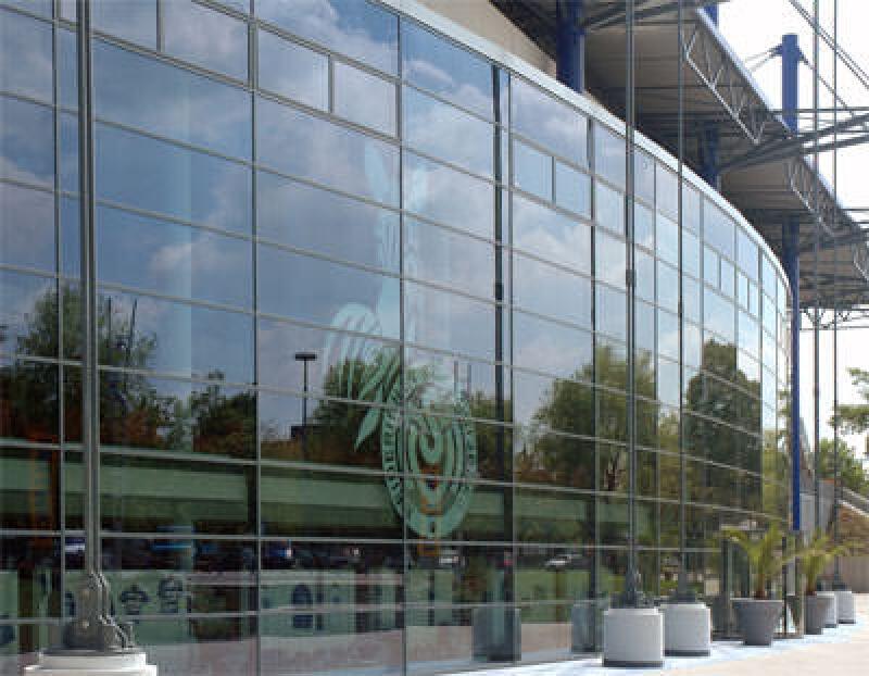 Glasfassade, selbstreinigendes Glas, Glasbeschichtung, Fensterglas, Flachglas, dualaktive Titandioxid-Beschichtung, silikonhaltige Dichtstoffe, Glasfassaden, UV-Strahlung