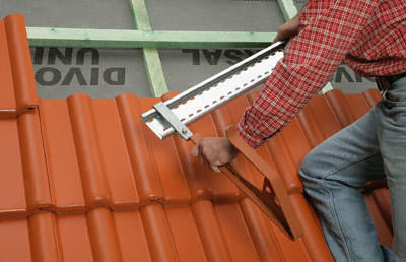 Dachhaken, Dachleiter, Traufe, Ortgang, Sicherheitsdachhaken, First, DIN EN 517, Sparren, Fallrichtung, Schienensystem, Dachbeschläge, Dachbeschlag