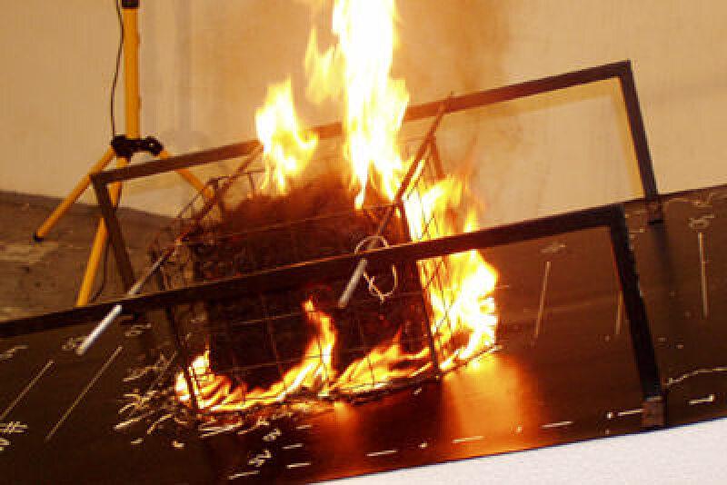 Flachdachabdichtung, Brandschutz, Elektrosmog, Flachdachbahn, Flachdächer abdichten, Abdichtung, Flachdachbahnen, Flugfeuer, Flammschutzmittel, Durchbrennen, Strahlungswärme, Abschirmeffekt, Elektrosmog