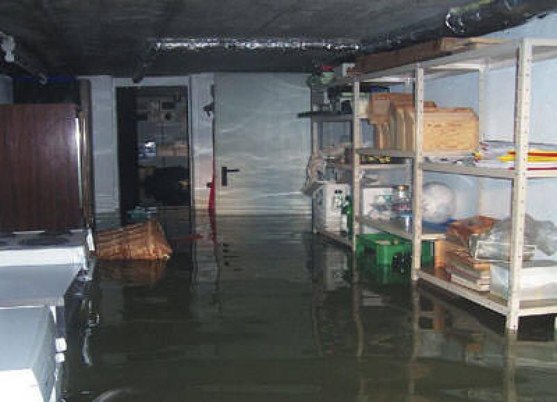 Hochwasserschutz, Rückstauschutz, Rückstausicherung, druckwasserdichter Lichtschacht, hochwasserbeständig, hochwasserdicht, wasserdicht, Rückstauverschluss