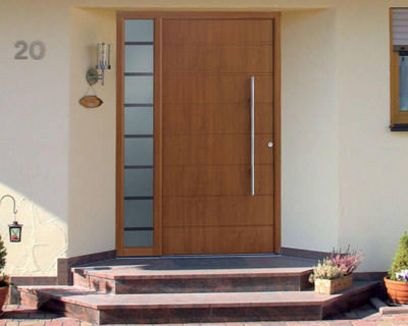 Aluminium-Haustür, Hörmann KG, Haustür aus Aluminium, Aluminium-Haustüren mit Holzdekor, Kunststoff-Folienbeschichtung, Golden Oak, Haustüren, Holzoberfläche, Holzoptik, flügelüberdeckende Füllung, abgerundeter Blendrahmen