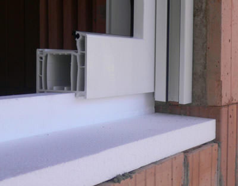 Fenstermontage, Fenster einbauen, Fenster montieren, Fensterbank, Fensterbankformteil, Fenster abdichten, thermische Trennung, Fugendichtungsband, Außenfensterbank, Innenfensterbank, Fugendichtband, Fensterbankanschlussprofil, Abdichtung von Fenstern, Fensterprofil