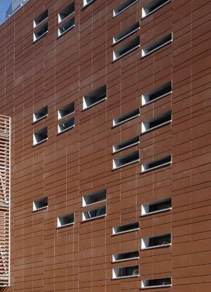 Moeding Fassade, vorgehängte Ziegelfassade, vorgehängte hinterlüftete Ziegelfassaden, Fassaden, Ziegelplatten, Fassade, Longoton-Ziegelfassade, Fassadenprogramm Ziegel, Fassadenplatten