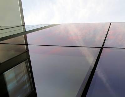 >Glasklare Sonnenschutzfilme für Glasfassaden