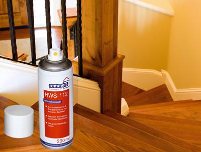 Treppenreparatur, Holztreppe mit Sprühlack ausbessern