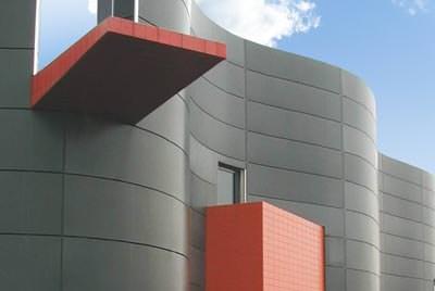 Gestaltungsfreiheit an Fassaden mit HPL-Kompaktplatten