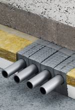 Vorgedämmtes Rohrleitungssystem für niedrige Fußbodenaufbauten