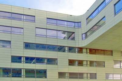 ... schmücken den Neubau des ROC Leiden Community College in den Niederlanden (Architekt: RAU, Amsterdam)